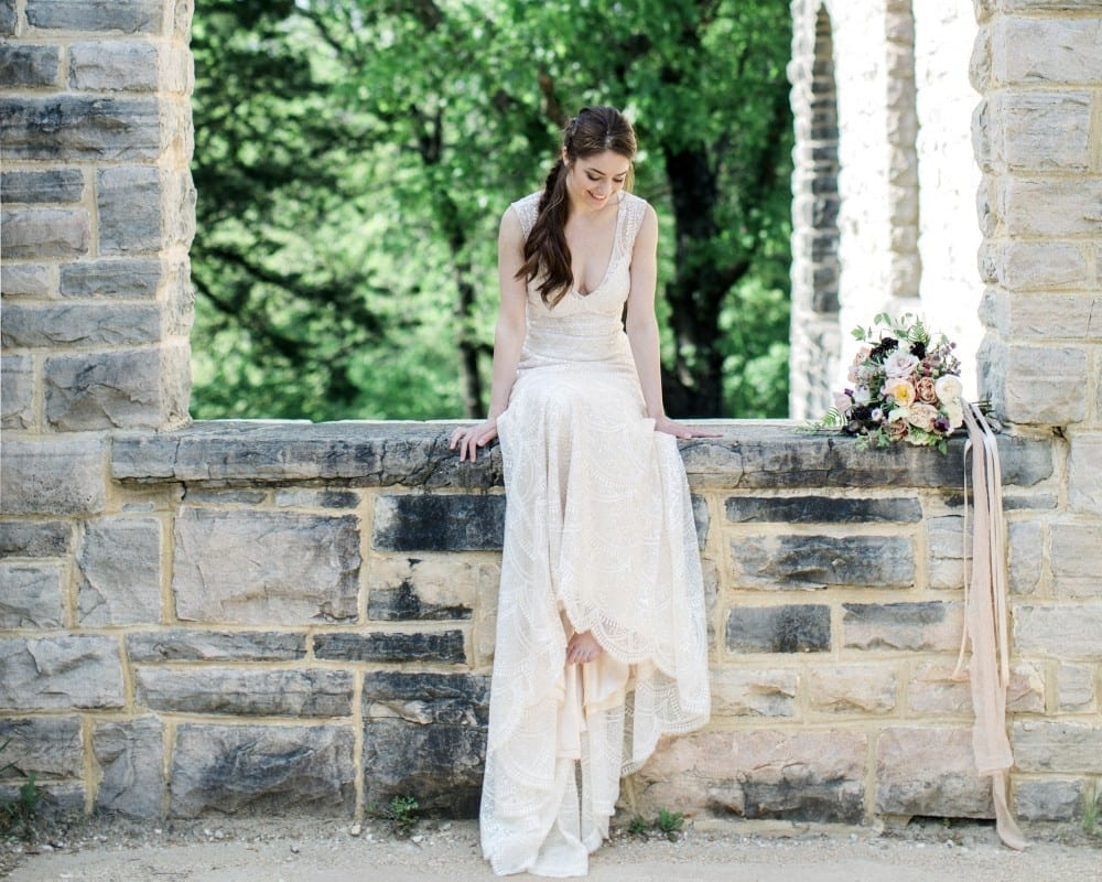 Sunday Inspiration: Lifestyle shoot with Love Tree Studios and Breeze Bridal Boutique, again!